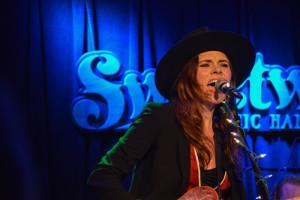 Suzanne Santo, HoneyHoney