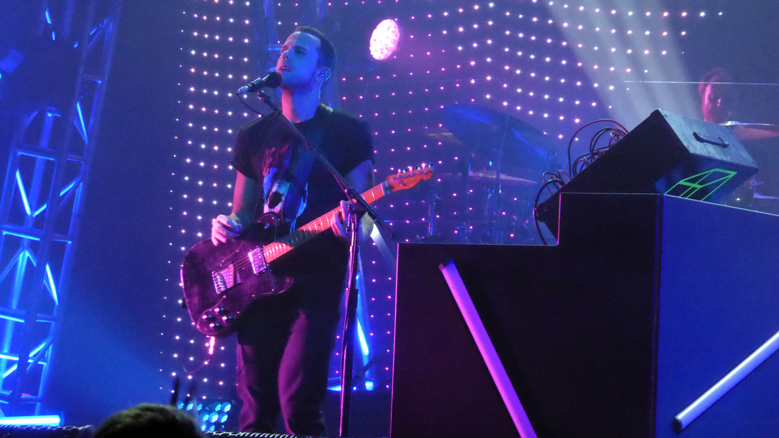 REVIEW: M83 brews'Junk'stewat The Fox Theater in Oakland