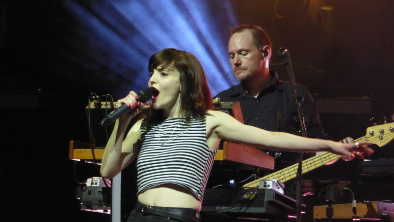 Photos and videos: CHVRCHES and Wolf Alice at the Fox Theater in Oakland - April 18