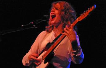 Photos & video: Anna Calvi at the Independent - Nov. 17