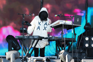 SnowGlobe Music Festival, Elohim