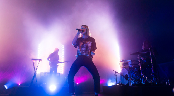 Photos: MØ and Tei Shi engaging at The Warfield