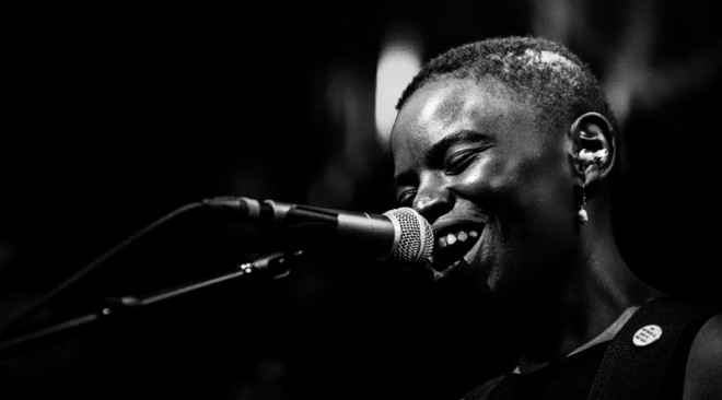 "WATCH: Vagabon and Angel Olsen play ""Every Woman"" at the Fox in Oakland"
