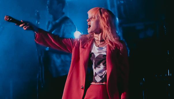 """REVIEW: Paramore dances through """"Hard Times"""" at Shoreline Amphitheatre"""