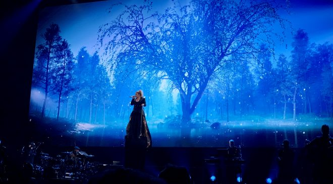 REVIEW: Kelly Clarkson brings the 'heat' to Oracle tour opener