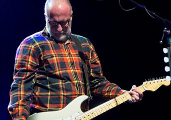 NOISE POP REVIEW: Bob Mould husky, yet all 'sunshine' at the Fillmore