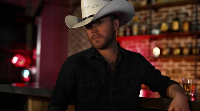 ALBUM REVIEW: Justin Moore melds old with new on 'Late Nights and Longnecks'