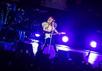REVIEW: Avril Lavigne gets a hero's welcome at magnetic Fox Theater show