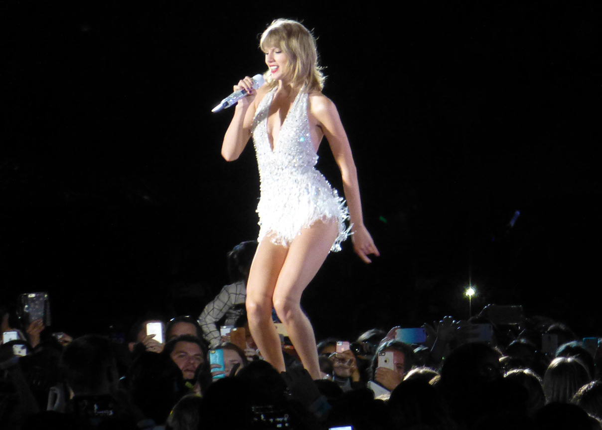 Taylor Swift Draws Diverse Crowd At Levi S Stadium At 1989 World Tour Stop