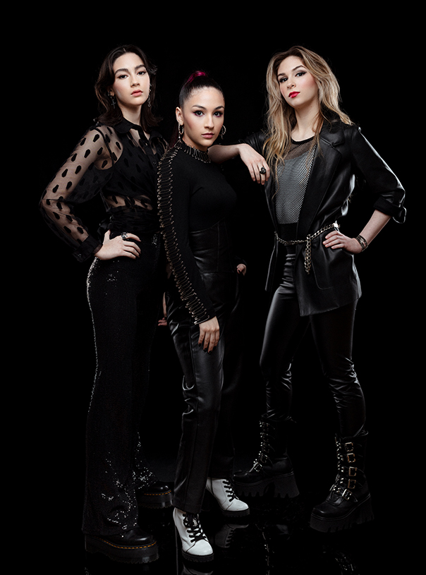 The Warning band, Alejandra Villarreal, Daniela Villarreal, Paulina Villarreal